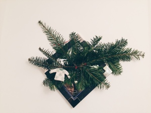 trimmings, christmas, tree, garland, home decor, diy, simple christmas, vancity blogger